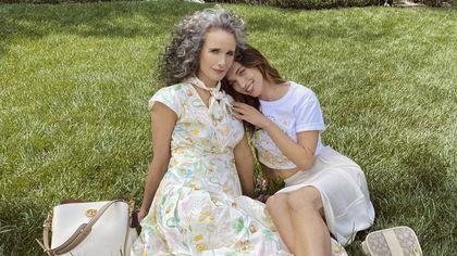 Da Andie MacDowell a JLo, la campagna di Coach con le mamme famose