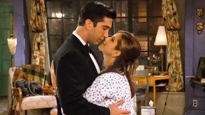 Jennifer Aniston e David Schwimmer stanno insieme? Tra rumors e smentite il mondo fa il tifo per Ross e Rachel di Friends