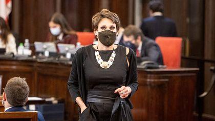 Mascherine in tinta, cravatte rosse e presentazioni: il primo giorno di scuola del nuovo Consiglio comunale di Milano
