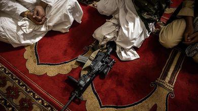 Elogi di mujaheddin, poesie, aneddoti:  cosa leggono i talebani