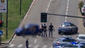 Torino, fugge dalla polizia su un auto rubata: si schianta e muore