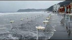 Mareggiata ad Alassio, spiagge del litorale sotto assedio