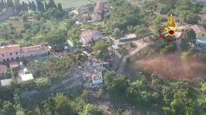 Isola d'Elba, esplode una palazzina: le immagini dall'alto della zona del crollo
