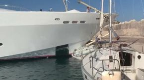 Maxi yacht si schianta su banchina a Santa Maria di Leuca: fatta a pezzi una barca a vela
