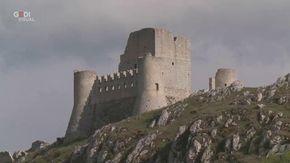 Le città fantasma di Rocca Calascio, borgo dimenticato d'Abruzzo con il castello più alto d'Italia