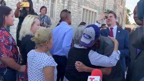 Temeva che nessuno sarebbe andato al funerale della moglie, si presentano in più di 700