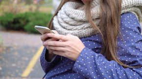 Aumentano le tariffe degli operatori cellulari, sono cresciute di quasi il 50% e non finirà qui