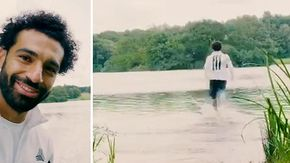 """Salah """"divino"""": il giocatore del Liverpool corre sull'acqua senza affondare"""