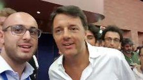 """Renzi, lo studente e i 49 milioni: ironia su Salvini con """"l'altro Matteo"""""""