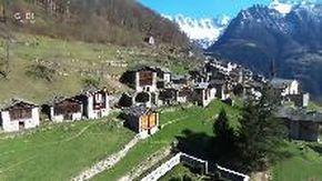 Le città fantasma: quei 3mila gradini fino a Savogno, il borgo nascosto tra le montagne e le cascate