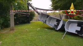 Verona, incidente al parco divertimenti Canevaworld: le immagini del trenino ribaltato