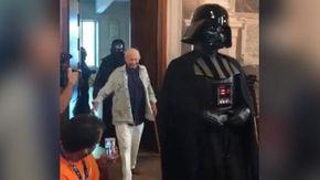 L'ingresso trionfale di Piero Angela al Cicap Fest con le truppe di Star Wars