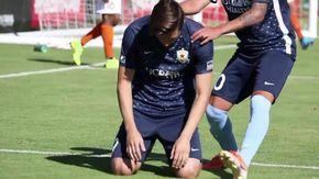 Segna il gol della vittoria e piange in ginocchio, dietro quel gesto si nasconde una forza straordinaria