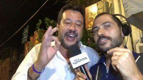 """Salvini canta """"Come mai"""" degli 883: """"Pensando a Conte e Di Maio sarebbe meglio 'Nessuno rimpianto'"""""""