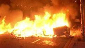 Continuano le proteste a Barcellona: centinaia di incendi e guerriglia notturna
