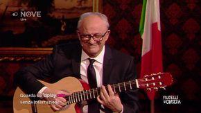 """Crozza, il ministro Gualtieri spiega la manovra con la chitarra: dalla Morte Nera di Star Wars a """"La stangata"""""""