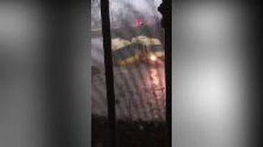 Maltempo, ad Altamura lo scuolabus rischia di ribaltarsi nella strada allagata