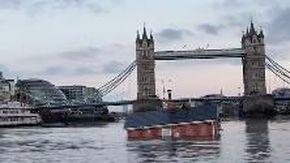 Londra, una piccola casa sta affondando nel Tamigi: ecco perché