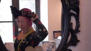 Biella, da scienziate a fashion designer: così usano il dna per decorare sciarpe e t-shirt