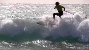 Onde alte cinque metri e vento forte, i campionati italiani di surf in Sardegna sono uno show