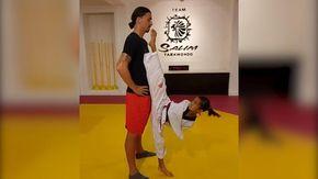 La baby campionessa lo sfida a taekwondo, Ibrahimovic rimane impassibile