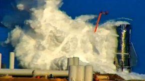Gigantesca esplosione del razzo futuristico di Elon Musk, la nuvola di fumo si alza per km