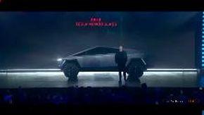 Il nuovo Cybertruck di Tesla si rompe durante la presentazione, Elon Musk impreca