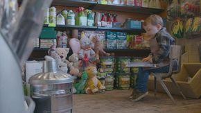 Il negozio di ferramenta sfida i colossi del commercio: lo spot di Natale da 100 euro è un piccolo capolavoro