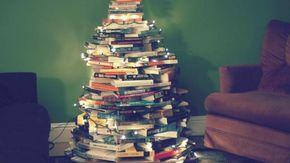 Sei libri da mettere sotto l'albero di Natale scelti da Tuttolibri per tutte le età