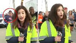 Maratoneta molesta una reporter in diretta tv che rimane basita: radiato a vita