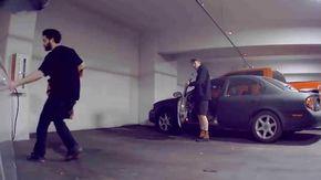 """Provano a manomettere e rubare un'auto, ma la macchina è così intelligente che """"incastra"""" i ladri"""