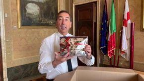 """""""Il pacco da giù"""" per il sindaco Sala: il regalo del Terrone a Milano"""