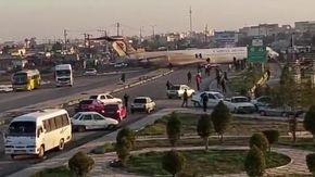 Iran, volo di linea perde il carrello e si schianta su una strada: a bordo 135 passeggeri