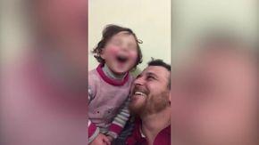 Siria, una risata per ogni bomba, il gioco inventato dal papà per non far spaventare la figlia
