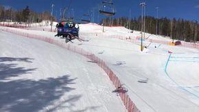 Incubo in seggiovia: sciatori restano impigliati in un cavo