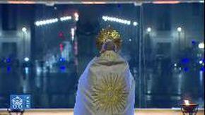 Coronavirus, la benedizione di papa Francesco nella piazza San Pietro deserta