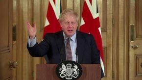 """Coronavirus, quando Boris Johnson diceva: """"Sono andato in ospedale e ho stretto le mani anche ai malati di coronavirus"""""""