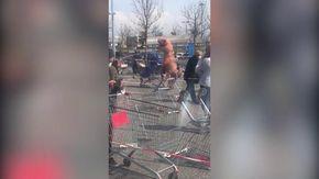 Coronavirus, Pisa: in fila al supermercato spunta un dinosauro