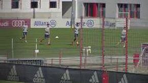Coronavirus, il Bayern Monaco torna ad allenarsi in campo: niente contrasti e doccia a casa