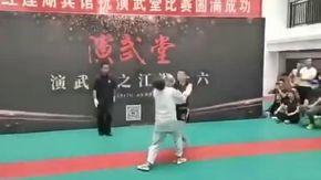 Il ko in 30 secondi del gran maestro di Tai Chi, a stenderlo in due colpi è un dilettante 20 anni più giovane