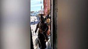 Venezia, San Marco dall'interno della torre dell'orologio: il suggestivo scorcio con le statue in movimento