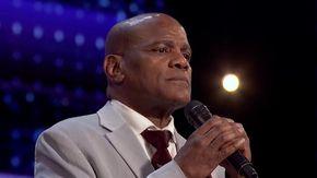 America's Got Talent, dopo 36 anni in prigione per sbaglio diventa una stella: la sua voce fa commuovere tutti
