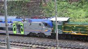 Treno urta un mezzo della  manutenzione sui binari, tre feriti a Roma
