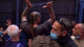 'Gilet arancioni' e Casapound in piazza a Roma contro il governo: tensione con la polizia