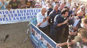 Salvini bagnato sul palco di Mondragone
