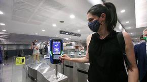 Torino, su quattro linee del bus e sulla metro ora si paga anche con la carta di credito
