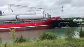 Canada, le navi mercantili si scontrano nel canale: il momento dell'impatto