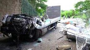 Ossola, camion di schianta contro un ponte a Mergozzo: morto l'autista di 41 anni