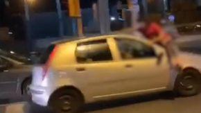 Video choc da Napoli, ragazzini si lanciano sulle auto in corsa per gioco