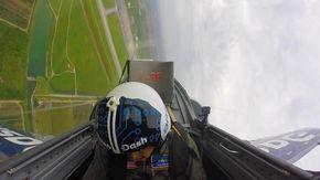 Malore in volo: pilota di jet sviene durante una manovra ad alta velocità